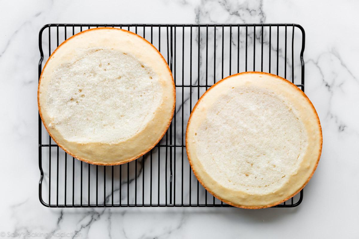 gâteaux blancs nivelés