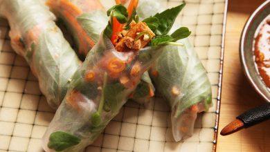 Photo of Rouleaux de printemps croustillants au tofu végétalien facile avec recette de sauce trempette aux arachides et au tamarin
