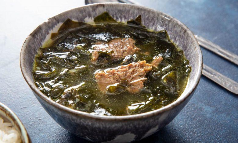 Photo of Recette de soupe coréenne aux algues et à la poitrine de poulet (Miyeok-Guk)