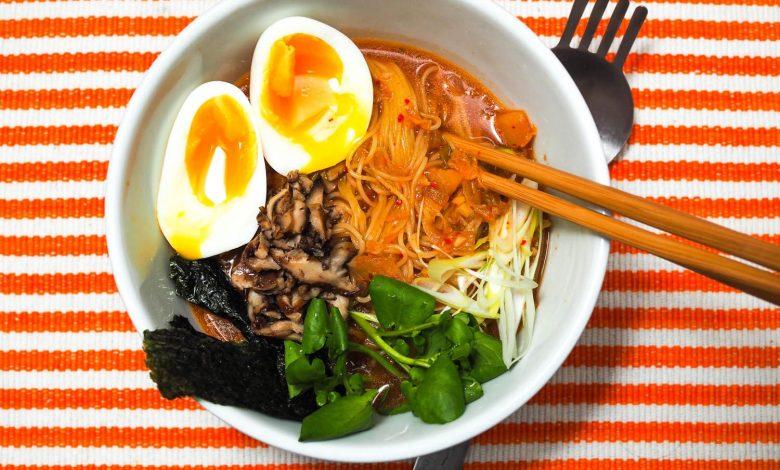Photo of Recette de Kimchi Ramen rapide aux champignons shiitake et aux œufs mous