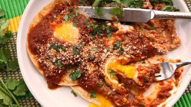 Photo of Recette rapide et facile de Huevos Rancheros avec salsa aux tomates et au chili