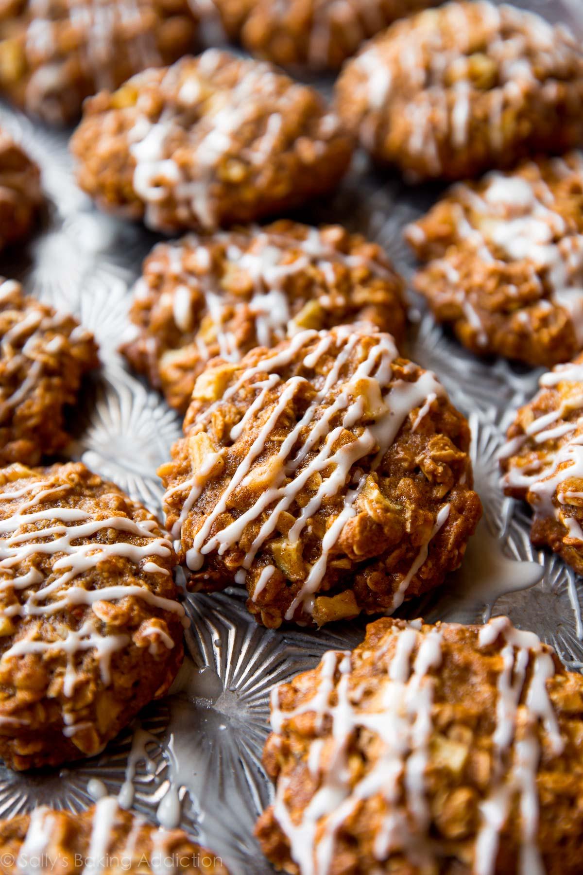 Biscuits à la cannelle de pomme sur sallysbakingaddiction.com