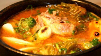Photo of La recette du ragoût de kimchi du Momofuku Cookbook avec des gâteaux de riz