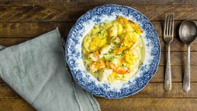 Photo of Recette de tarte au poisson britannique avec saumon fumé, crevettes et purée de pommes de terre