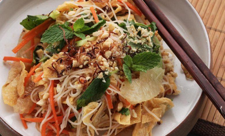 Photo of Salade vietnamienne d'agrumes et de nouilles aux herbes fraîches et recette de yuba frit (peau de tofu)