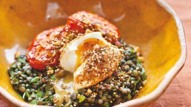 Photo of Tomates rôties et lentilles avec des œufs en miettes de dukka de 'Un changement d'appétit'