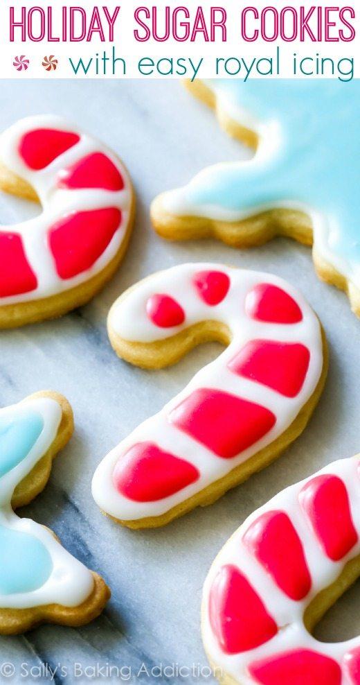 Biscuits au sucre découpés pour les fêtes avec une recette de glaçage royal facile par sallysbakingaddiction.com