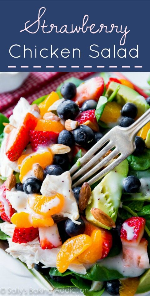 Cette salade a tout pour plaire! Fraises, bleuets, avocat, amandes, poulet, épinards, si sains!