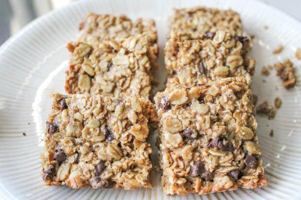 barres de granola de biscuit de puce de chocolat