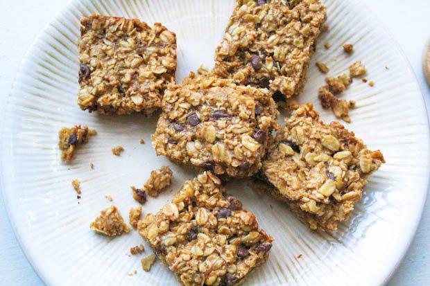 barres de granola de biscuit de puce de chocolat » largeur=