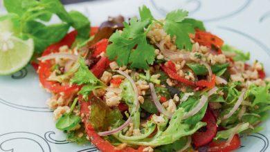 Photo of Salade thaïlandaise épicée avec du porc haché (Larb) de la «cuisine thaïlandaise de tous les jours»
