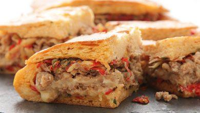 Photo of Saucisse italienne et fontina Shooter's-Style Sandwich avec sun-dried tomato-caper Relish Recette