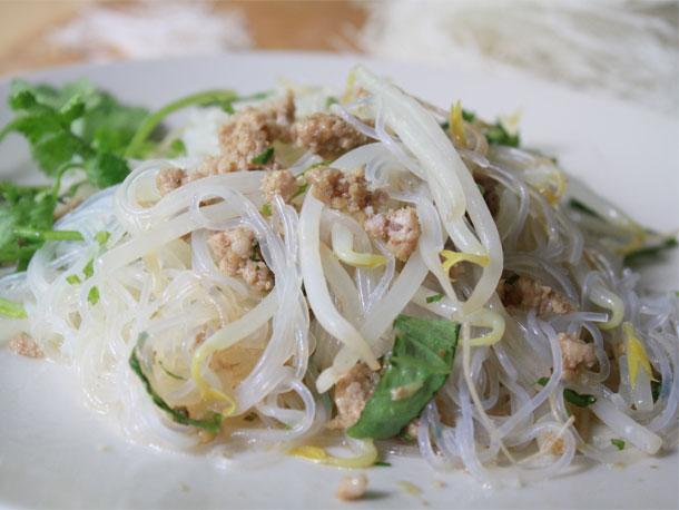Photo of Nouilles de cellophane au porc et recette de basilic thaï