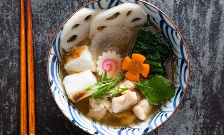 Photo of Ozoni (soupe du Nouvel An japonaise) avec mochi, poulet et légumes