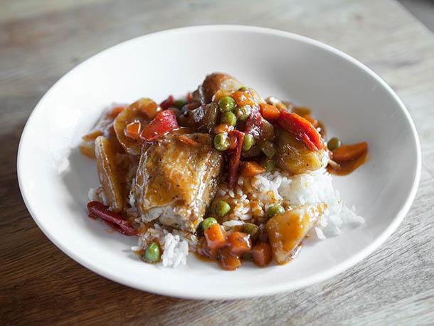 Photo of Noix de coco, vinaigre et porc entier à la lotta: une introduction à la cuisine philippine