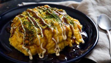 Photo of Omelette de riz frit au porc japonais avec sauce okonomiyaki (Omurice)