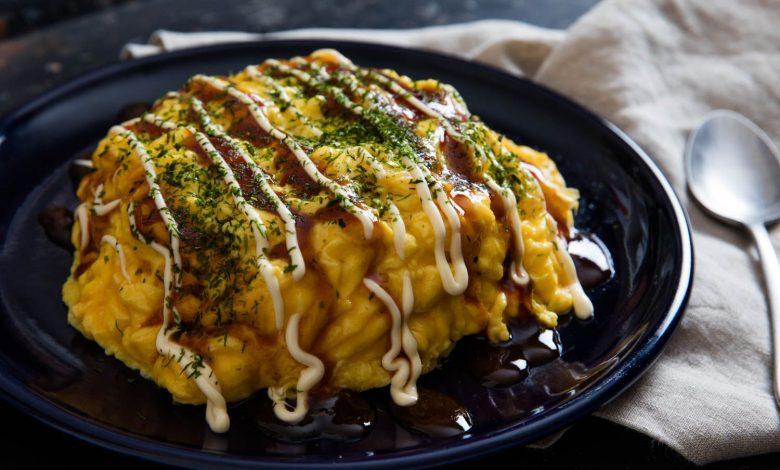 Omelette de riz frit au porc japonais avec sauce ...