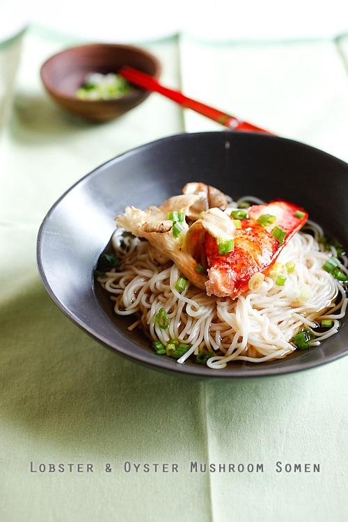 Somen de homard japonais fait maison facile servi dans un bol.