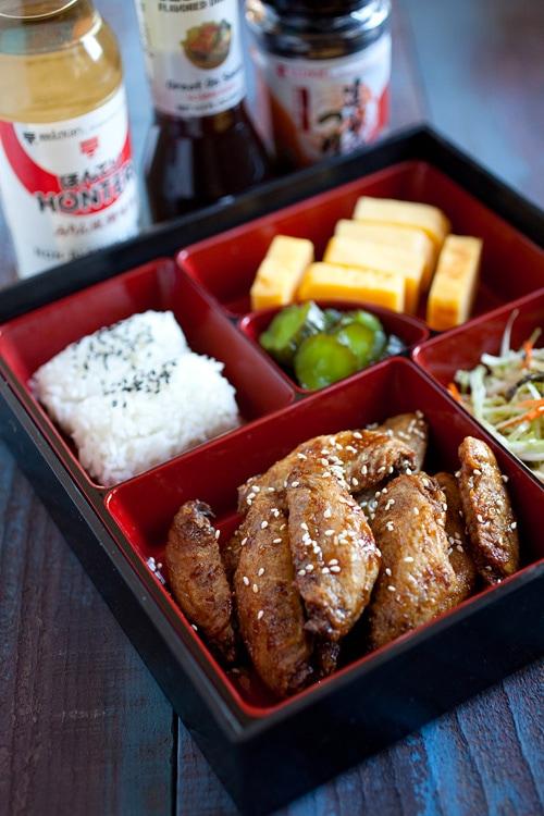 Ailes de poulet frites japonaises Nagoya avec un délicieux glaçage de poulet japonais.