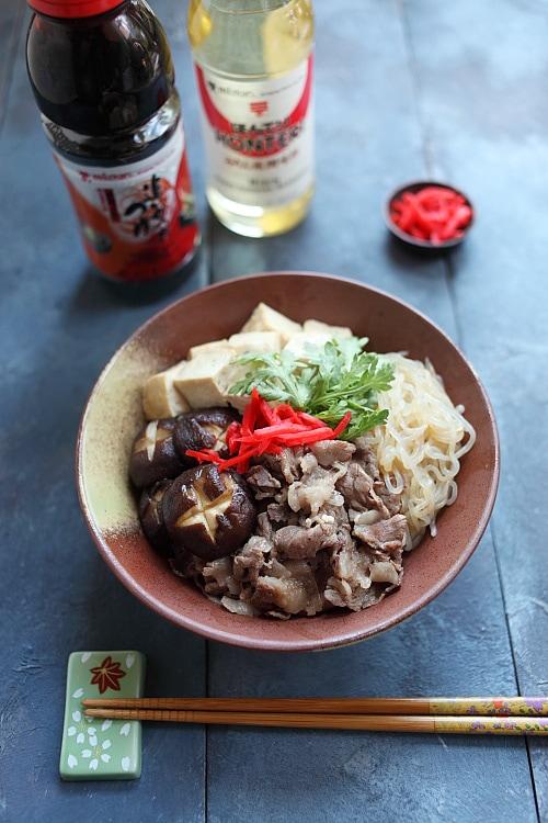Recette facile de sukiyaki donburi à base de soupe à saveur de bonito Mizkan.