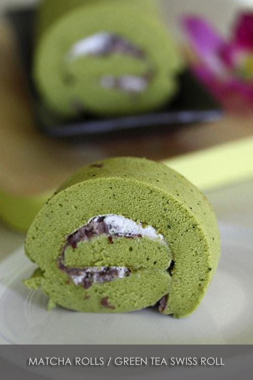Matcha Swiss Roll (Roll Cake) 抹茶 ロ ー ル ケ ー キ avec des garnitures de pâte de haricots rouges.