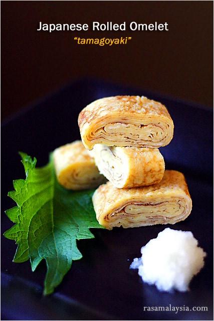 Tamagoyaki est une omelette légèrement sucrée, délicieuse et délicate qui est souvent emballée dans des boîtes à bento japonaises et également servie dans les bars à sushi comme tamago nigiri |  rasamalaysia.com