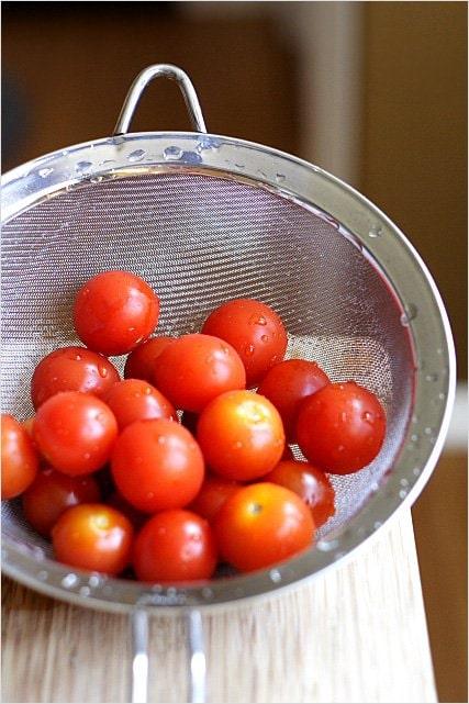 Recette de tomates cerises enrobées de bacon - C'est vraiment simple à faire et les résultats finaux sont délicieux, jolis et plairont à tous!  |  rasamalaysia.com
