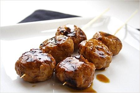 Boulettes de viande de poulet grillé / Boulettes de viande de Yakitori