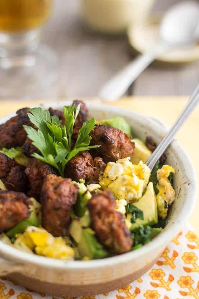 Bol petit-déjeuner aux épinards et saucisses italiennes |  par Sonia!  Le gourmand en bonne santé