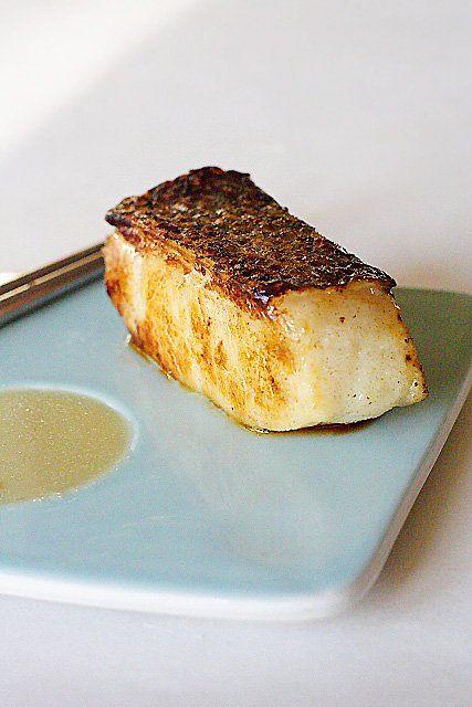 Recette de bar au miso mariné - J'adore le bar chilien - la chair est toujours aussi moelleuse, tendre, soyeuse et sucrée.  J'aime aussi la texture et la sensation en bouche du bar chilien… c'est absolument parfait pour cette recette de miso.  |  rasamalaysia.com