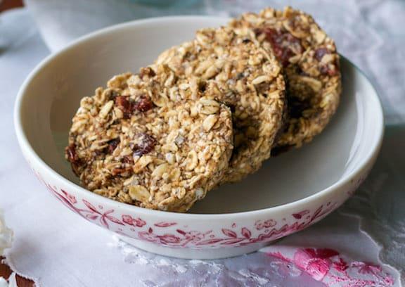 Biscuits petit-déjeuner vegan sans cuisson par Ann Oliverio