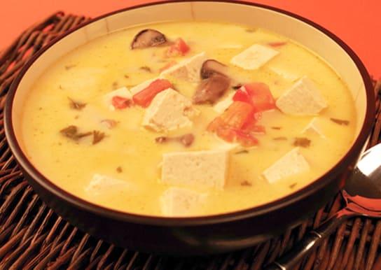 Soupe thaïe épicée à la noix de coco
