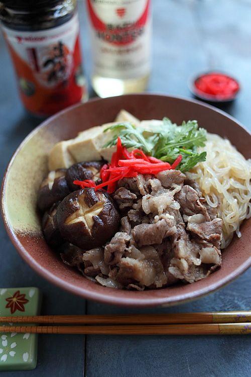 Recette de donburi sukiyaki et donburi sukiyaki.  Recette facile de sukiyaki donburi qui utilise la base de soupe à saveur de bonito Mizkan, ne prend que 30 minutes à préparer.  |  rasamalaysia.com