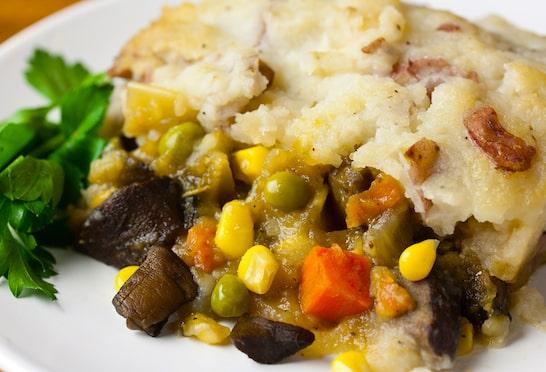 Recette de tarte végétalienne garnie de légumes