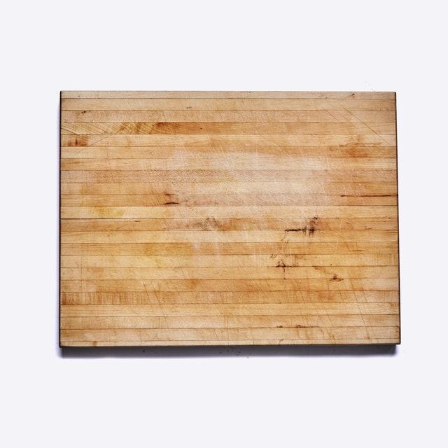 L'image peut contenir des contreplaqués et des tapis en bois de table pour meubles