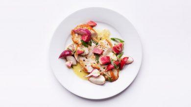 Photo of Poitrines de poulet poêlées avec salade de radis croquante