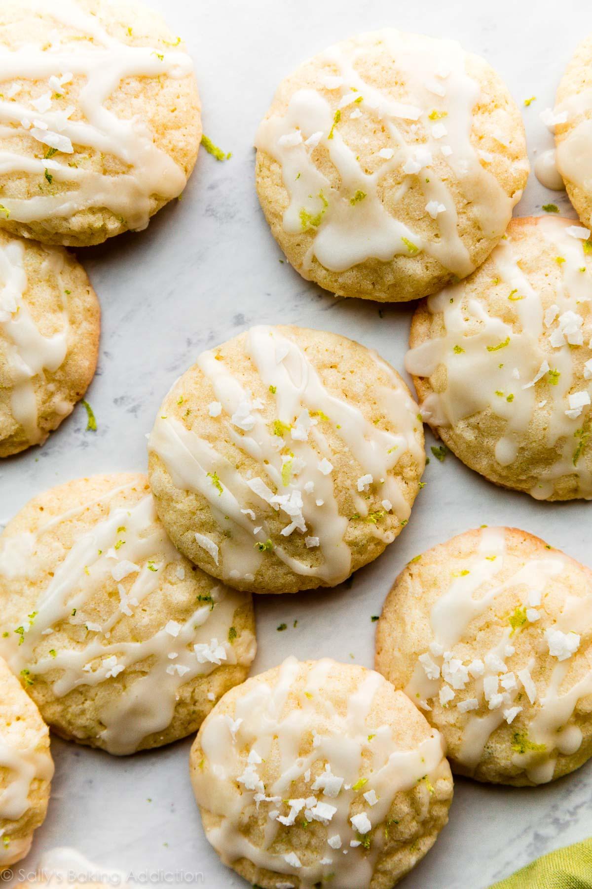 biscuits à la noix de coco et à la lime avec glaçage au citron vert