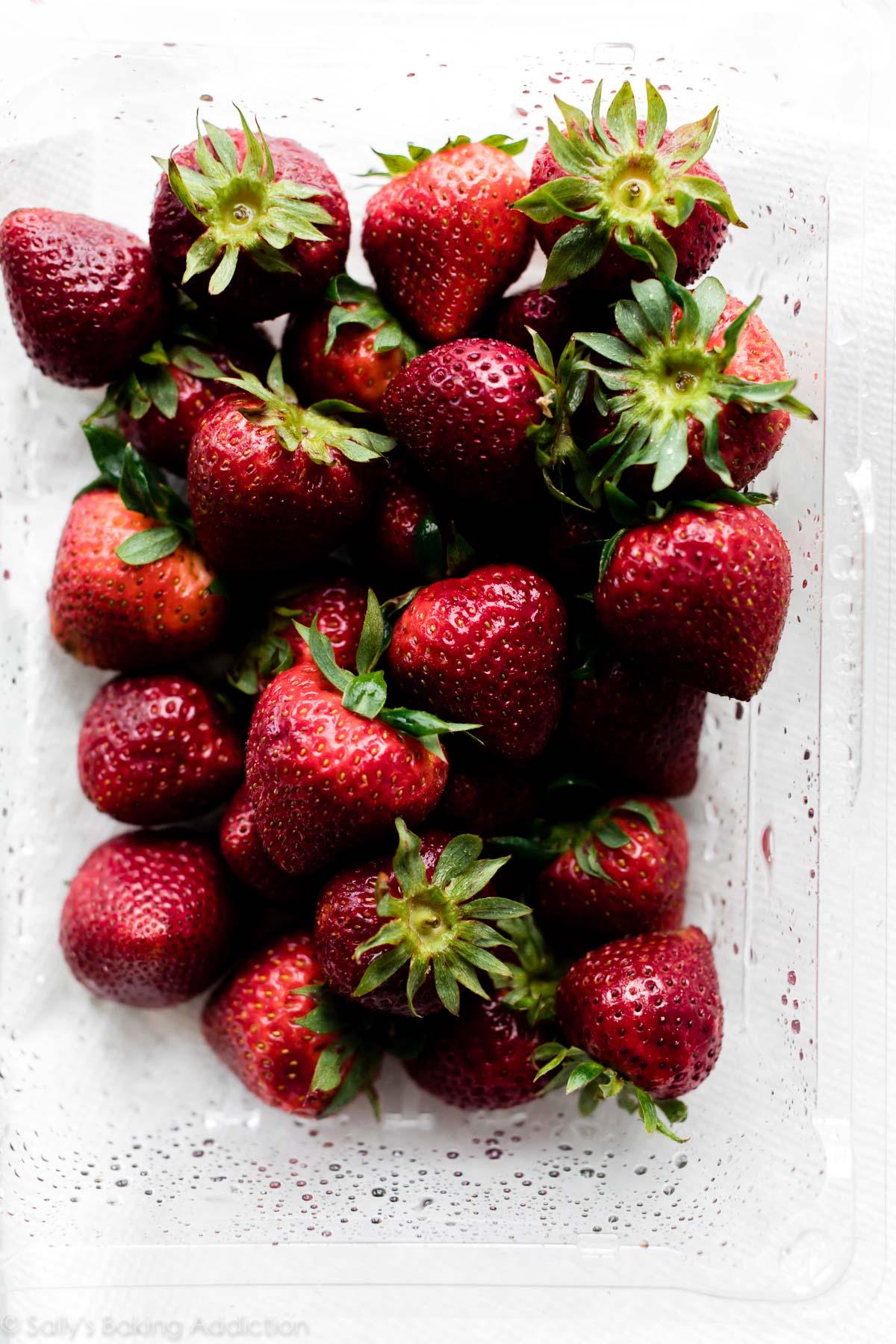 fraises fraîches lavées
