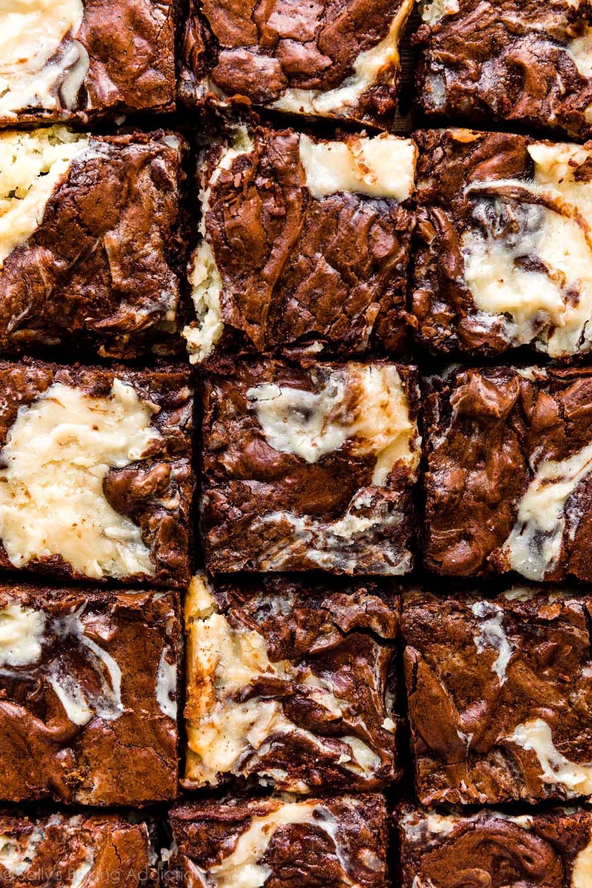 brownies au chocolat avec tourbillon de gâteau au fromage à la noix de coco
