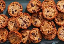 Photo of Biscuits croquants au caramel et aux morceaux de chocolat