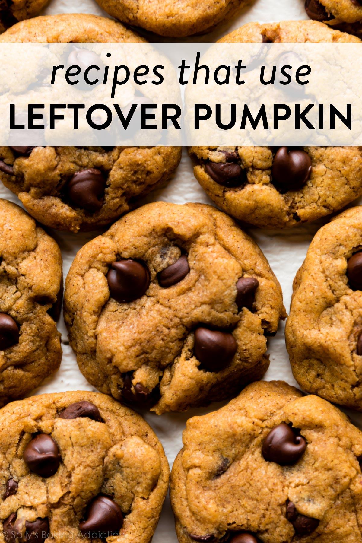 biscuits aux pépites de chocolat à la citrouille avec superposition de texte indiquant des recettes utilisant des restes de citrouille